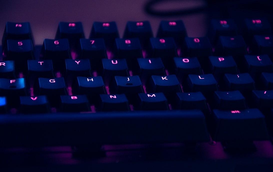 在Python與R語言之間,哪個較適合AI和機器學習?(上)