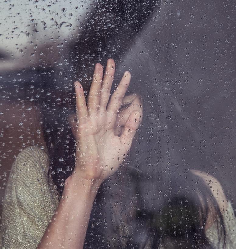 冰冷的人工智慧真懂人類的心嗎?快速揪出憂鬱症潛在患者可能嗎?